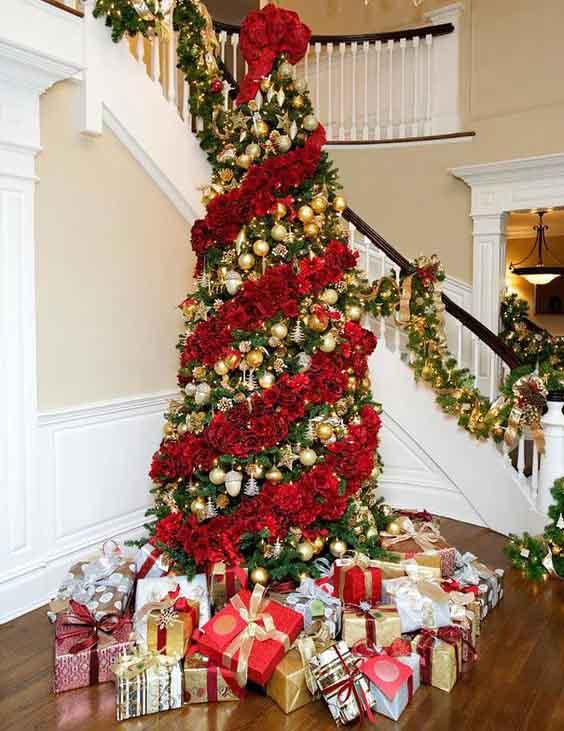 новогодняя елка 2020 декор красными розами