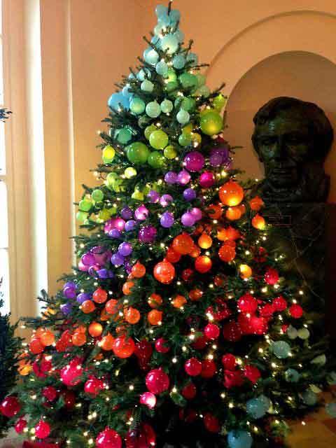 новогодняя разноцветная елка 2020 декор
